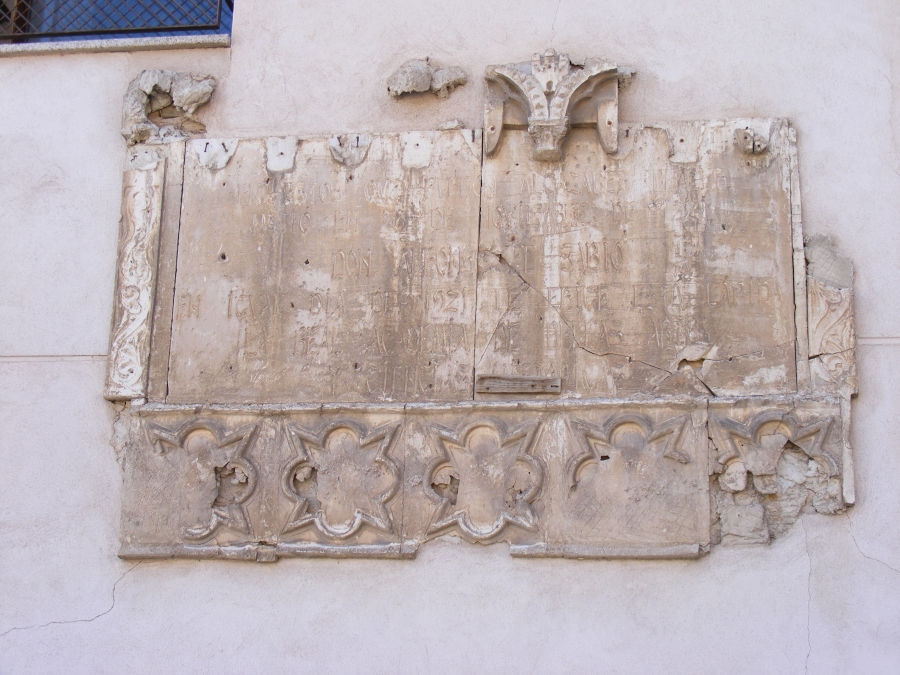 Placa conmemorando el nacimiento de Alfonso X en Toledo