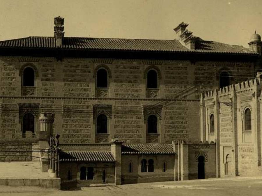 Toledo - Alcázar. Edificio de Capuchinos y paso curvo. Fotografía de Loty en la colección Luis Alba